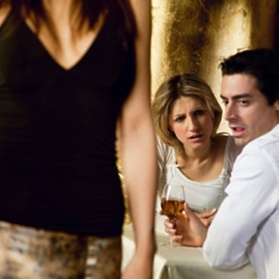 mon mari regarde les autres femmes